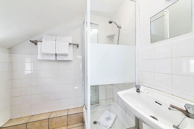 Twin ensuite bathroom