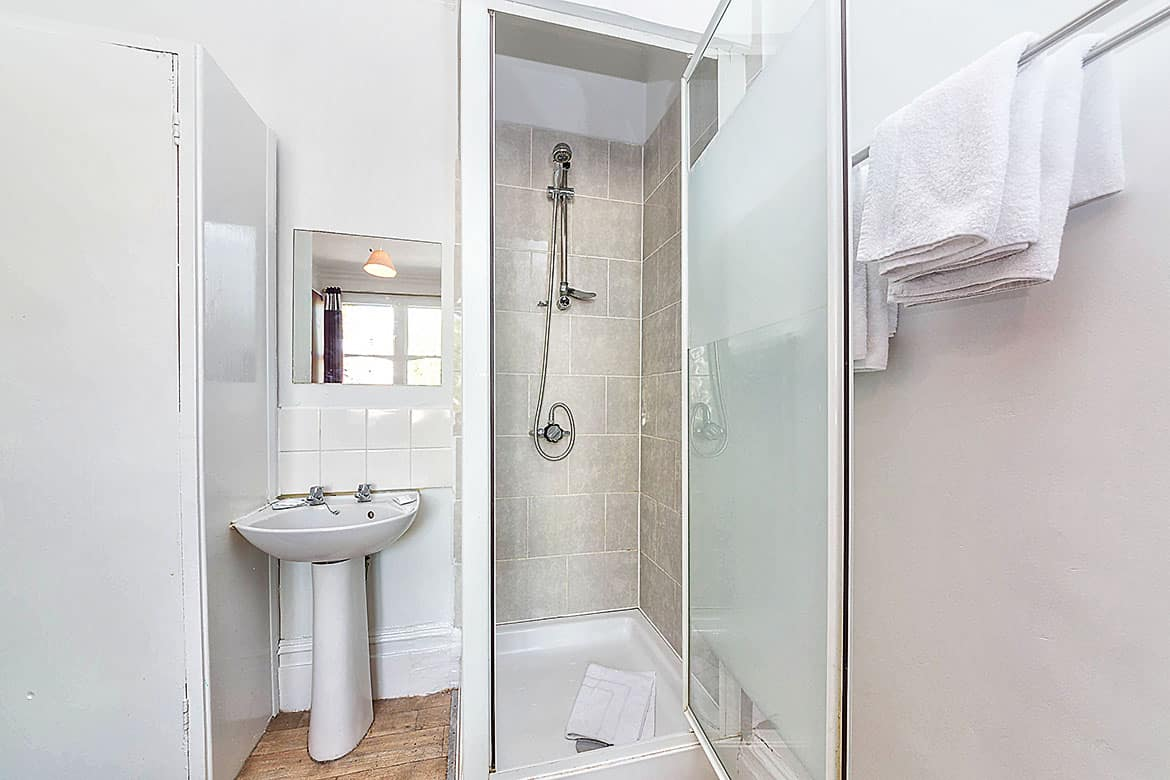 Twin with shower shared WC shower