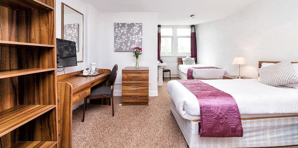 Family ensuite National Hotel Muswell Hill